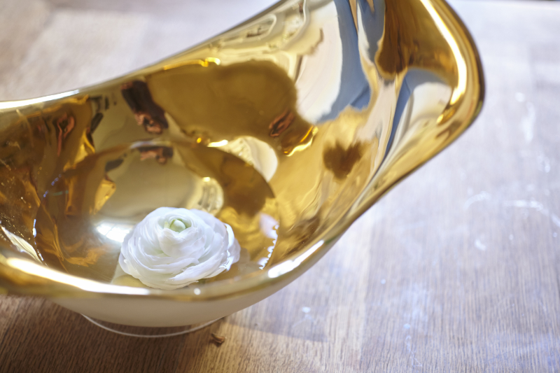 Blüten im Wasser - Schale vergoldet